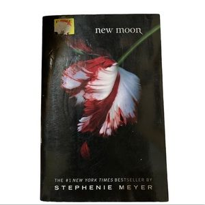 BOGO Free🌻 New Moon softcover NWT